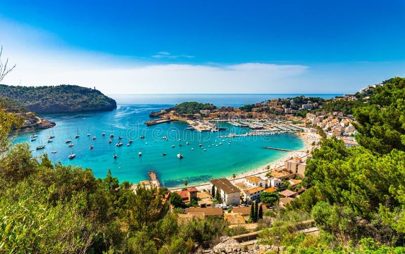 Beau port sur la mer Méditerranée de Majorca Port de Soller Espagne image stock