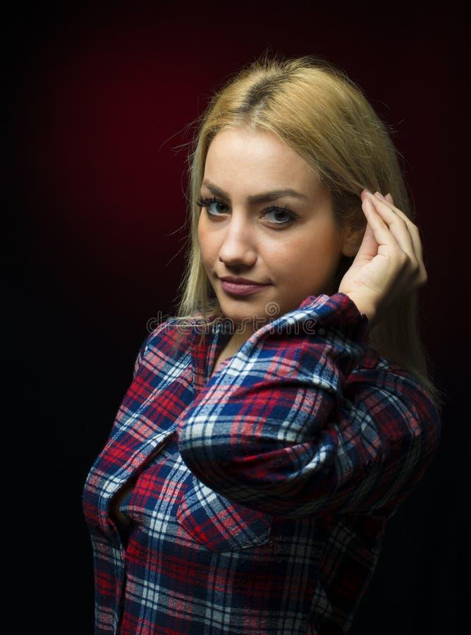 Beau portrait blond de femme de plan rapproché images stock