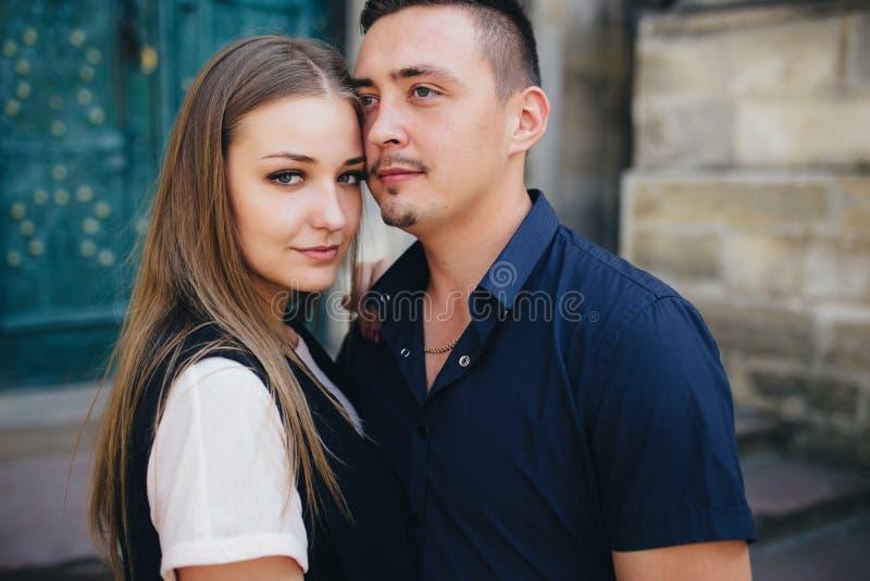 Beau portrait d'un jeune couple photo libre de droits