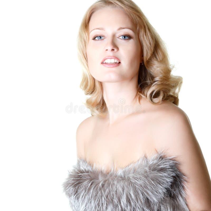 Beau portrait de femme en fourrures du renard argenté, mi femelle adulte photos libres de droits