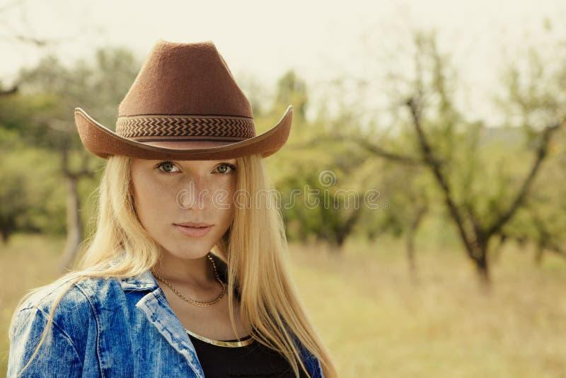 Beau portrait de jeune femme photos libres de droits