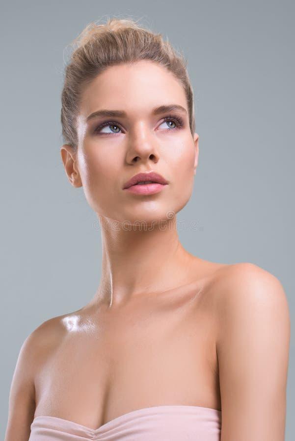 Beau portrait de studio de beauté de femme photos stock