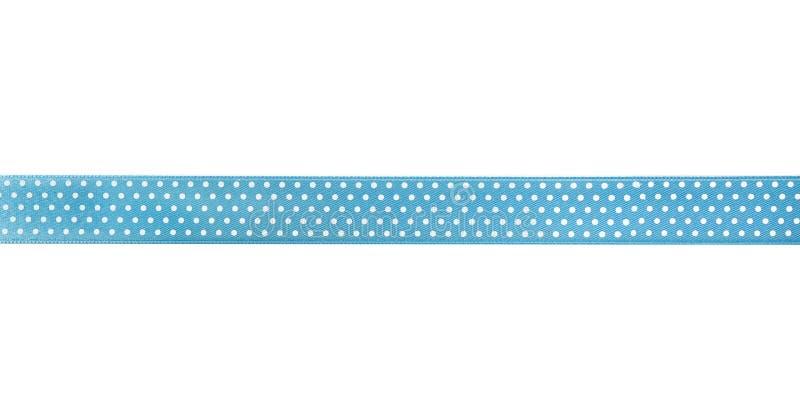 Beau ruban bleu avec le modèle de point de polka, d'isolement sur le blanc photos stock