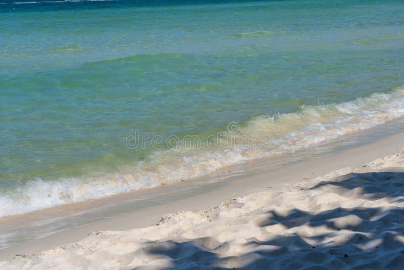 Beau sable blanc de plage dans Phu Quoc, Vietnam photographie stock libre de droits
