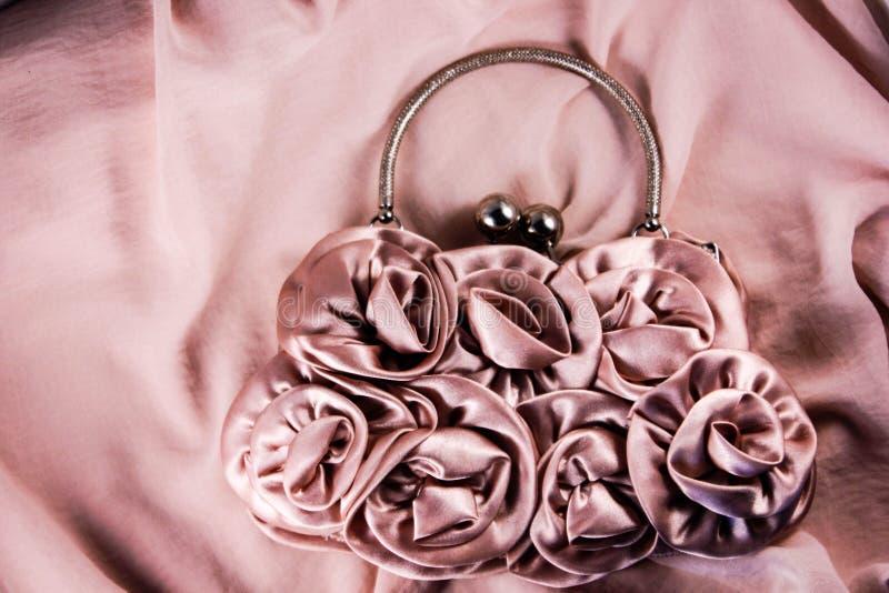 Beau sac d'embrayage de style de fleur de couleur de pêche image stock