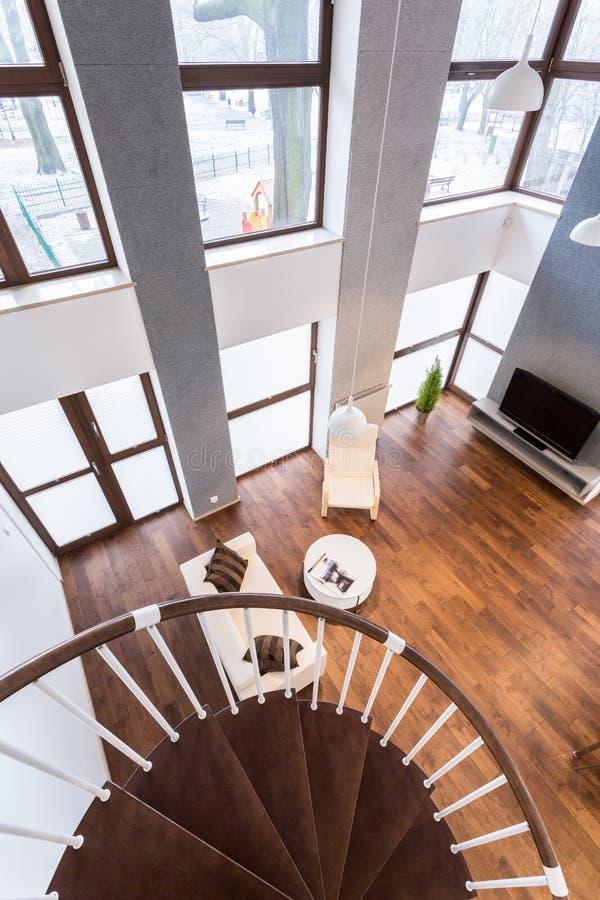 Beau salon en appartement contemporain photos stock