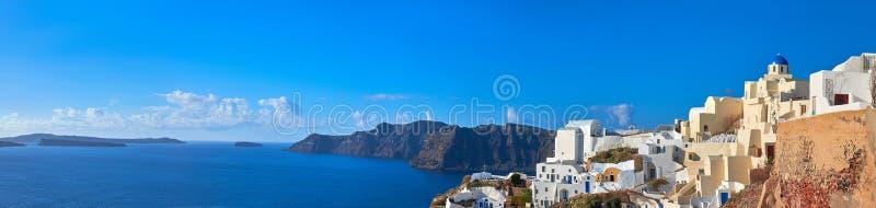 Beau Santorini en Grèce, vue de caldeira de village d'Oia photos stock