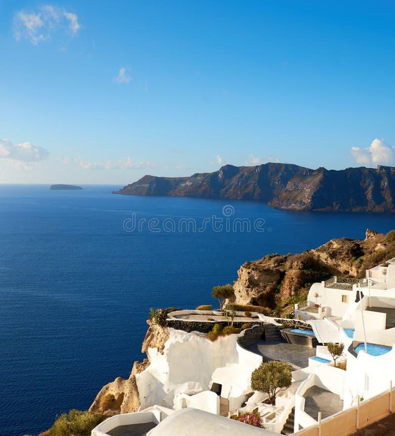 Beau Santorini en Grèce, vue panoramique au-dessus de village d'Oia photo stock