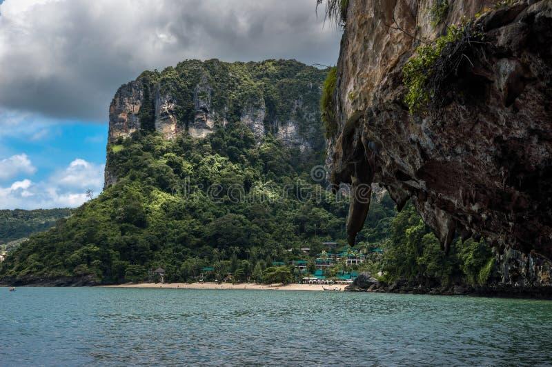 Beau scenarie dans ao Nang, Thaïlande photos libres de droits