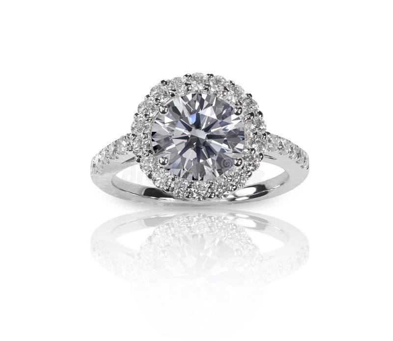 Beau solitaire d'anneau de bande d'engagment de noces de diamant avec le mul photos libres de droits