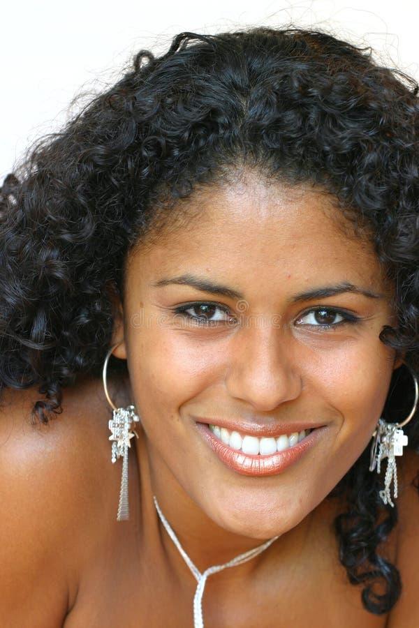 Beau sourire brésilien de femme image libre de droits