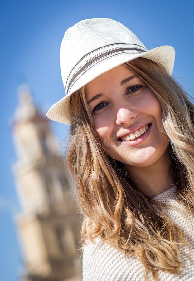 Beau sourire de jeune femme image libre de droits