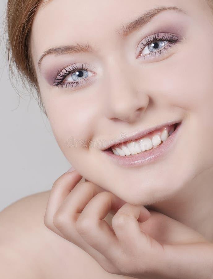 Beau sourire de modèle de mode photographie stock libre de droits