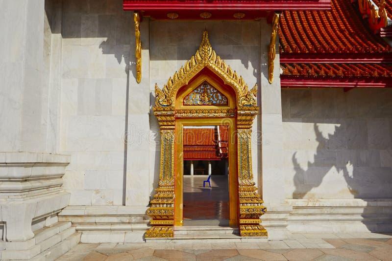 Beau temple thaï photos stock