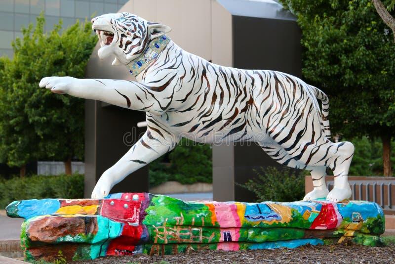 Beau Tiger Statue peint à la main blanc images libres de droits