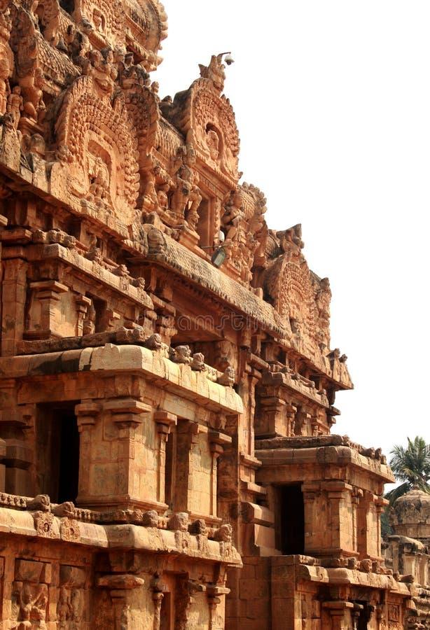 Beau travail dravidian d'architecture sur la tour ornementale dans le temple antique de Brihadisvara dans Thanjavur, Inde images libres de droits