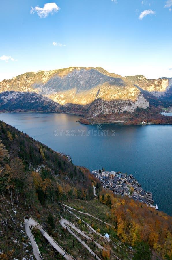 Download Beau village de Hallstatt image stock. Image du extérieur - 77161583