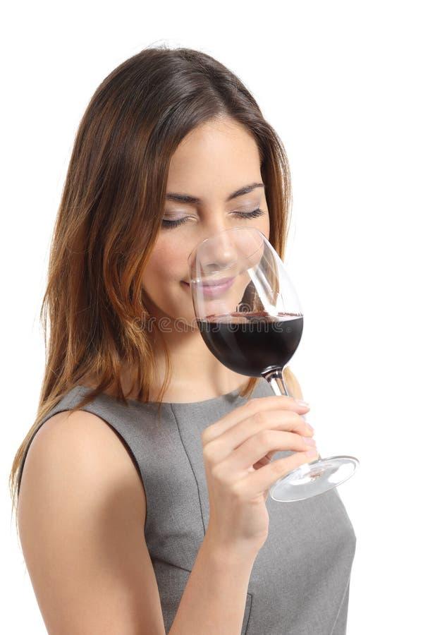 Beau vin d'échantillon de femme de sommelier images libres de droits