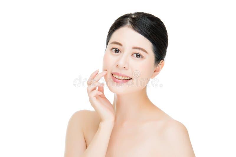 Beau visage asiatique de peau fraîche propre de jeune femme adulte photo libre de droits