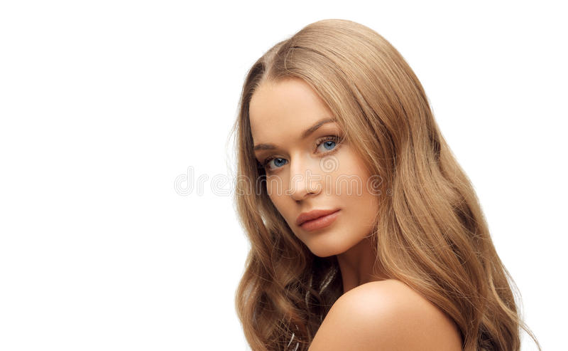 Beau visage de femme avec de longs cheveux blonds images stock