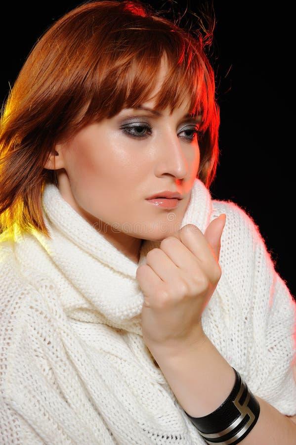 Beau visage de femme avec le renivellement normal image stock