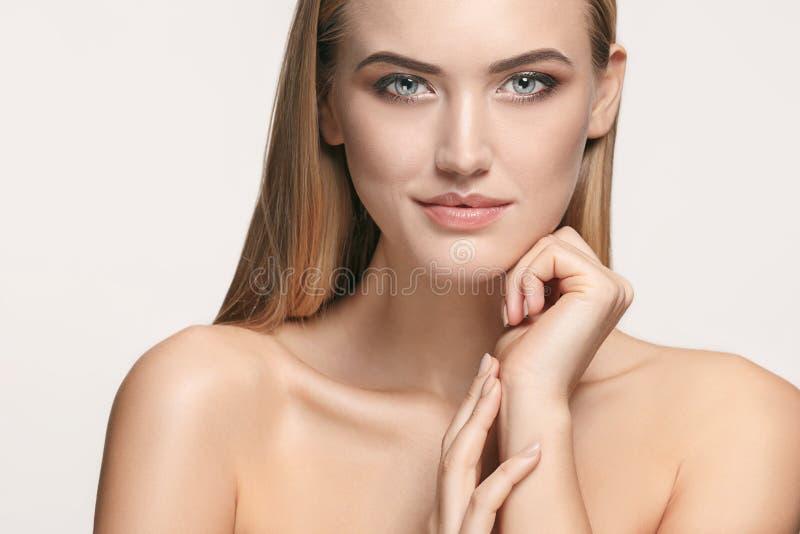 Beau visage de fille Peau parfaite photos stock