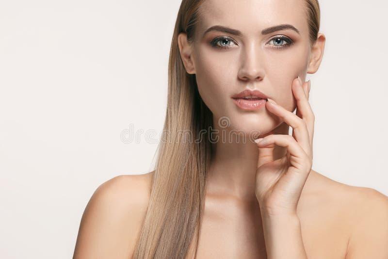 Beau visage de fille Peau parfaite images stock