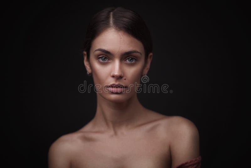 Beau visage de jeune femme adulte avec la peau fraîche propre photo stock