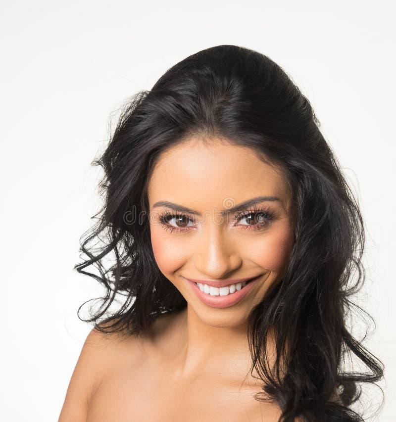 Beau visage du ` s de femme avec de longs cheveux foncés images libres de droits