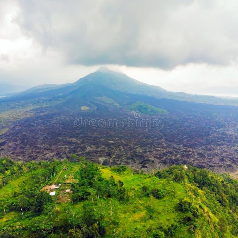 Beau volcan de Batur, vue de bourdon, panorama photo stock