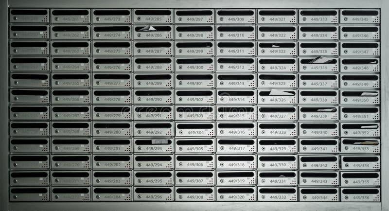 Beaucoup boîtes de courrier de signalisation avec le nombre de pièce images libres de droits