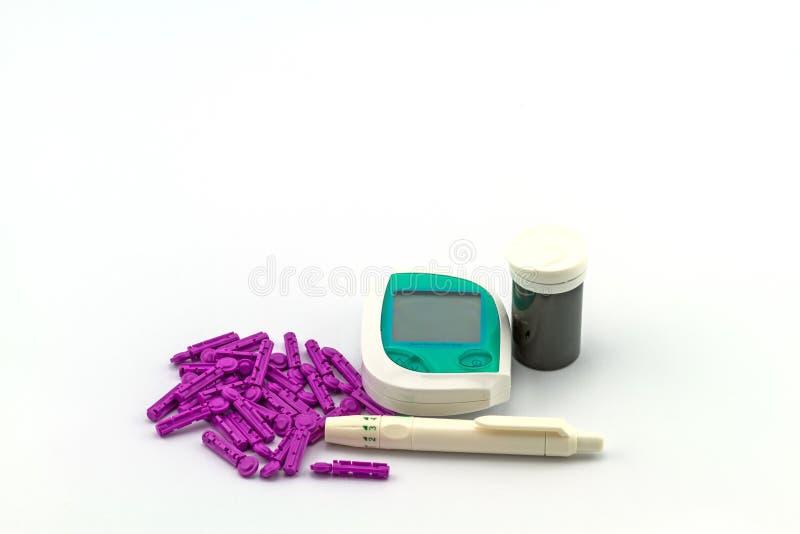 Beaucoup dépouillent l'essai du mètre de glucose sanguin, la valeur de sucre de sang est photos stock