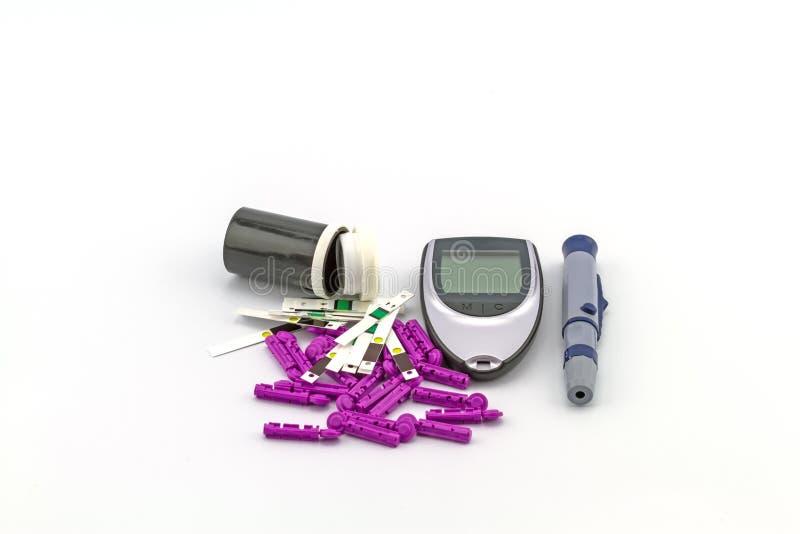 Beaucoup dépouillent l'essai du mètre de glucose sanguin, la valeur de sucre de sang est images stock