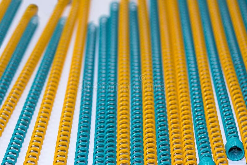 Beaucoup d'aimable et de coloré du ressort hélicoïdal en métal de flexibilité pour industriel photos stock