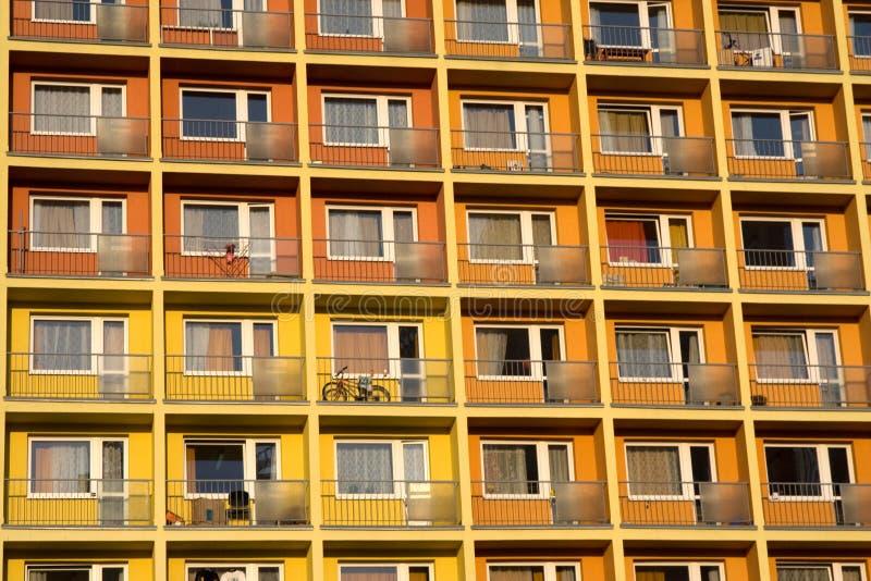 Download Beaucoup D'appartements Ensemble Image stock - Image du terrasses, panneau: 8654199