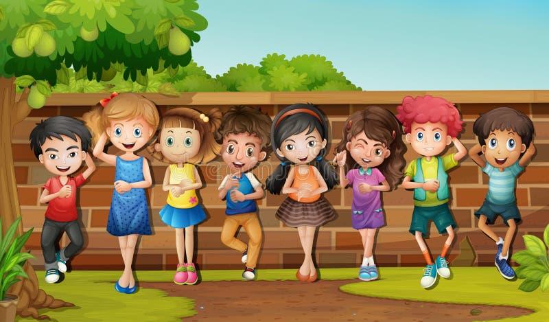 Beaucoup d'enfants se tenant prêt le mur illustration libre de droits