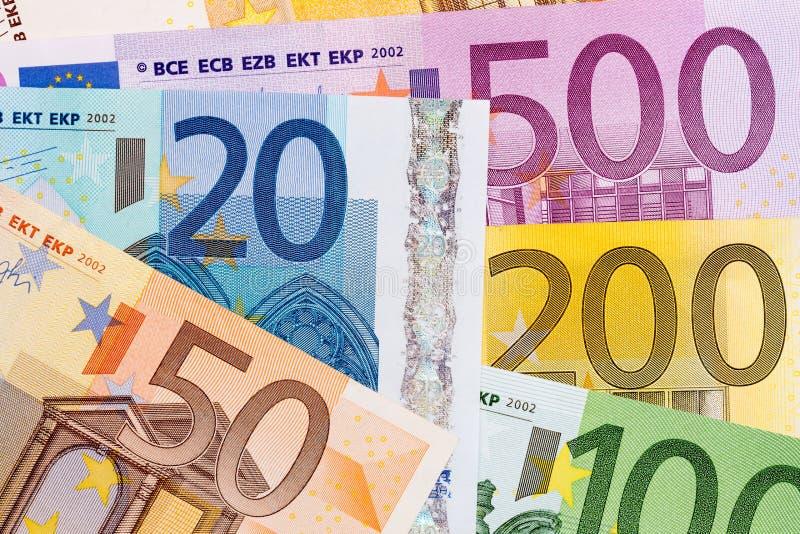 Beaucoup d'euro billets de banque de valeur différente sur le macro photos libres de droits