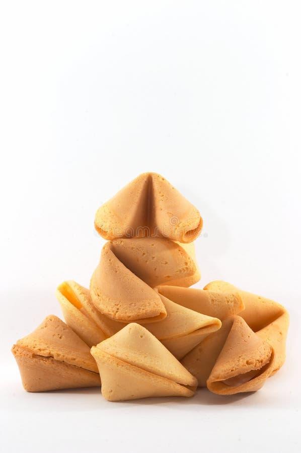 Beaucoup de biscuits de fortune chinois empilés vers le haut image stock