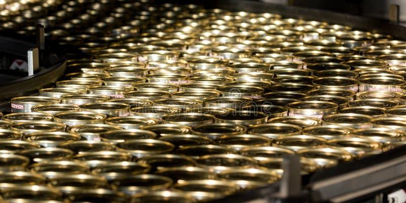 Beaucoup de boîtes d'or image stock