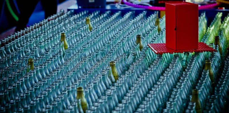 Beaucoup de bouteilles en verre images libres de droits