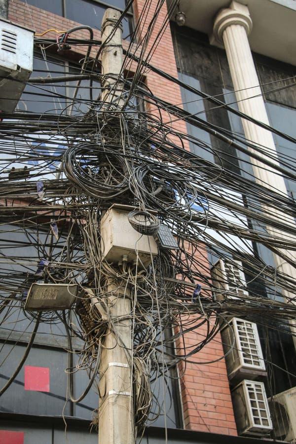 Beaucoup de câbles électriques et fils, Katmandou, Népal image libre de droits