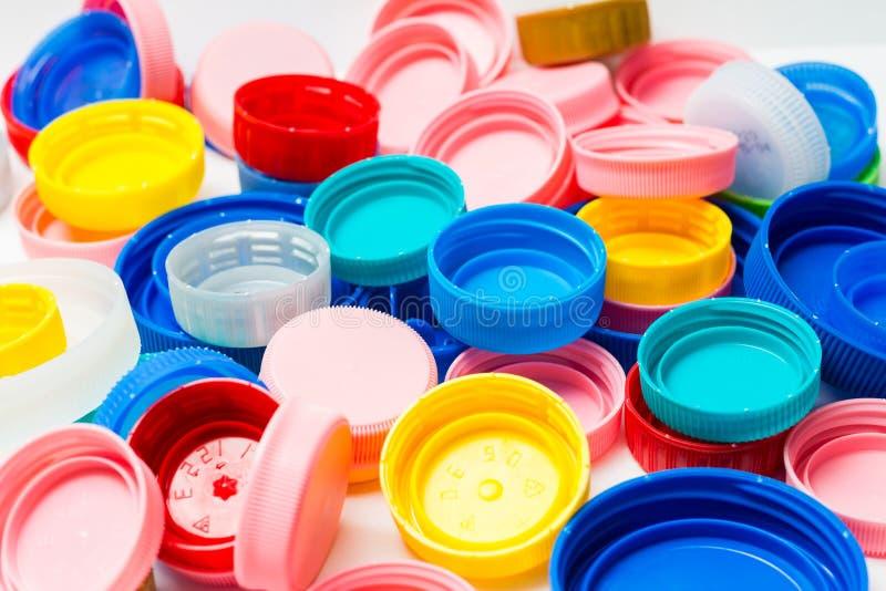Beaucoup de capsules en plastique photographie stock