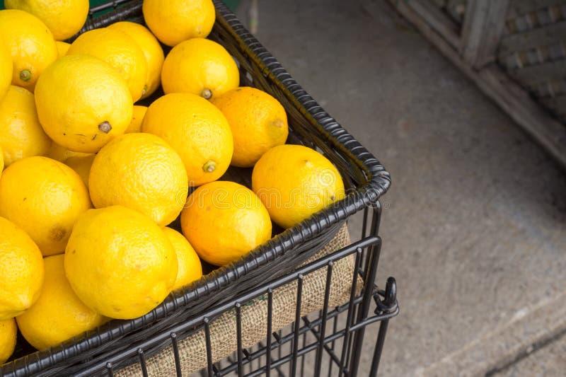 Download Beaucoup De Citrons Dans Un Panier Image stock - Image du frais, montréal: 77150287