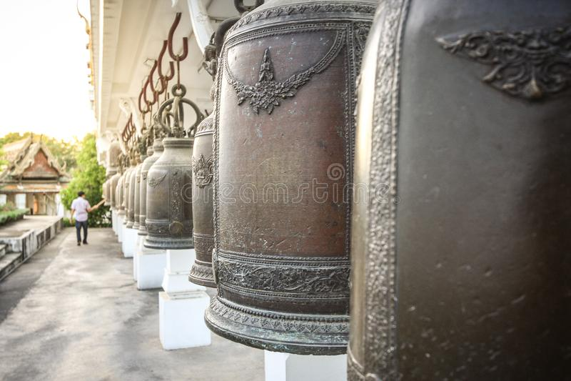 Beaucoup de cloches dans le temple photo libre de droits