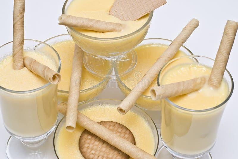 Beaucoup de cuvettes de crème. photo libre de droits