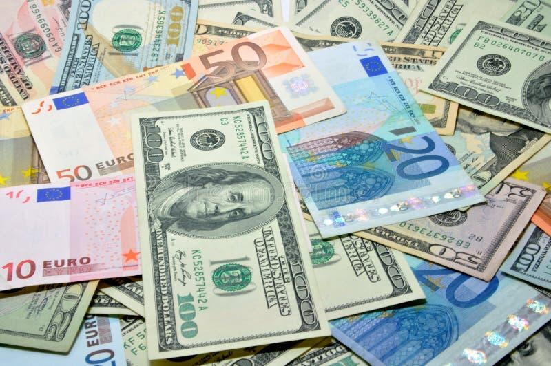 Beaucoup de dollar et euro photographie stock