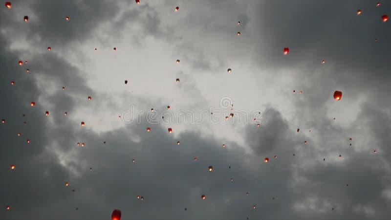 Beaucoup de lanternes de ciel dans le ciel Cérémonie de flottement de lanternes ou cérémonie de Yeepeng, cérémonie traditionnelle photo stock