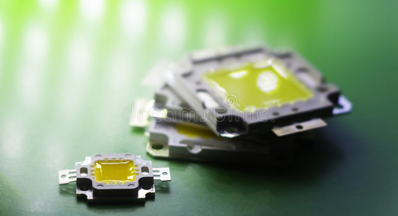 Beaucoup de LED dirigées par un 10V puissant sont dans le concept de pile de l'énergie d'économie, argent d'économie, le plan rap photographie stock libre de droits