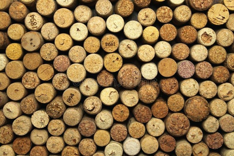 Beaucoup de lièges de vin images stock