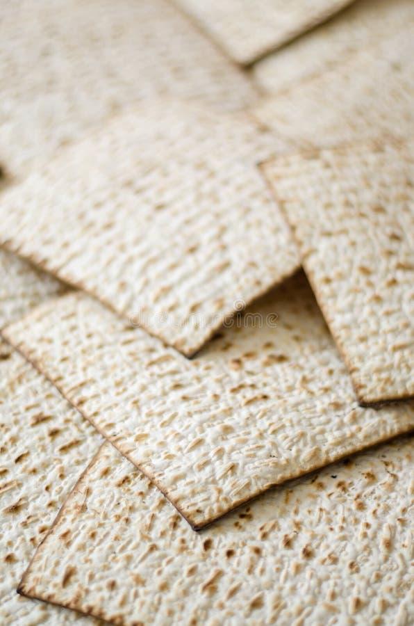 Beaucoup de matza ou matzah sur pleine page photo stock